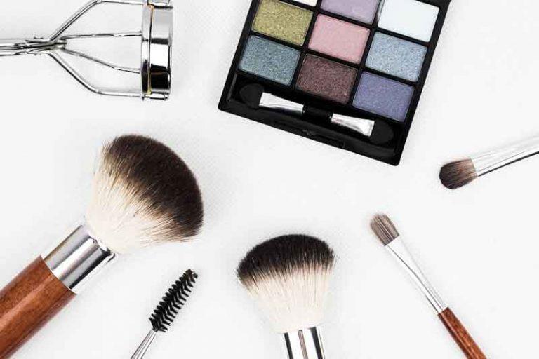 5 Cara Membersihkan Makeup Wajah Secara Alami