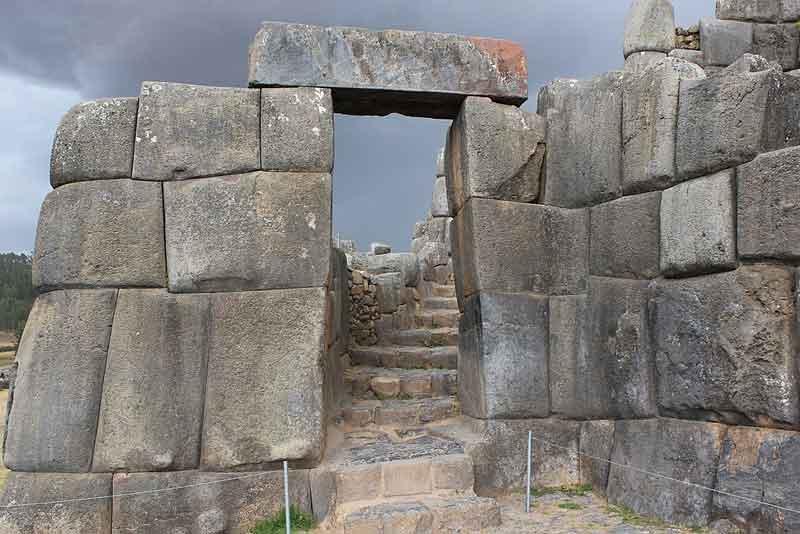 Gerbang Teras Sacsayhuaman