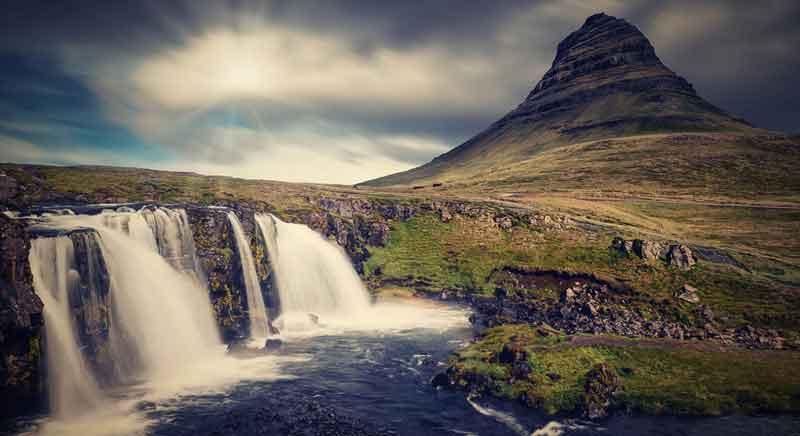 Kirkjufell pemandangan gunung terindah di dunia