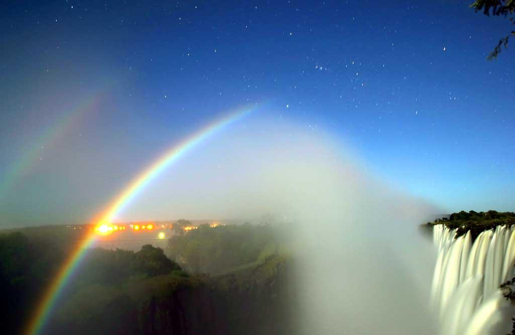 Moonbow contoh fenomena alam unik