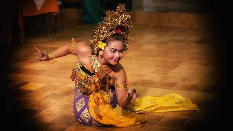 Ciri-ciri Gerak Tari Bali, Sumatra dan Jawa Tengah